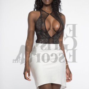 Erelle female escort