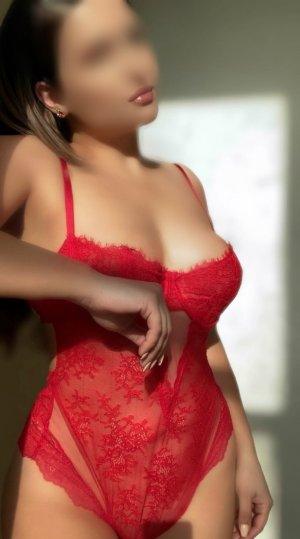 Ysaline erotic massage, escort girl